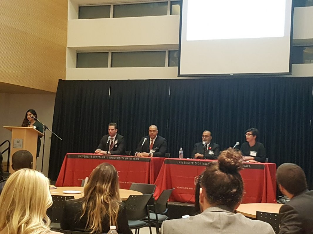 Daljit along with Garrick Apollon, Oriana Trombetti from Department of Justice, Hugues Boisvert from Hazlolaw at uOttawa Telfar School of Management interacting with the Business and Law students on November 7, 2016.